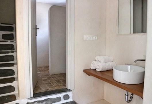 Baba Houlakia bathroom