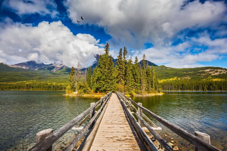 pyramid lake loop - hiking in Jasper National Park on your Canadian Rockies itinerary