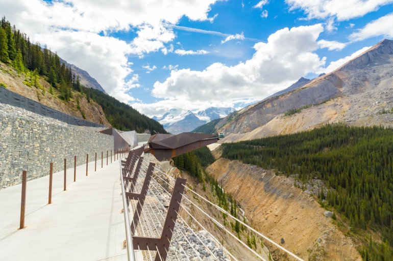 A view of the Icefields skywalk, which sits over 200m above the valley below.