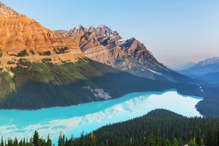 The turquoise Peyto lake spans almost the entire valley below.