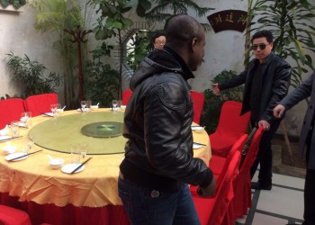 Akesse Sanza dinning with Chinese businessmen