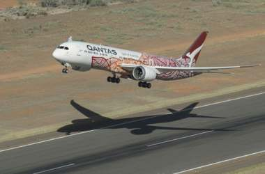 The Boeing 787-9 lifts off from Perth Airport en route for London(Credit: Qantas)