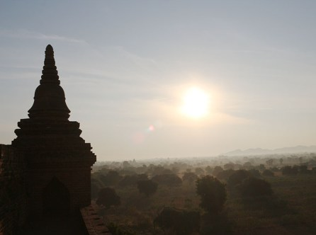 Sunrise in Bagan, balloons 11