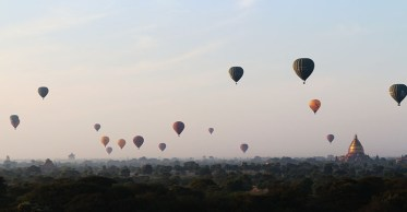 Sunrise in Bagan, balloons 6