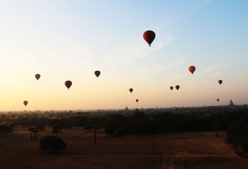 Sunrise in Bagan, balloons 9