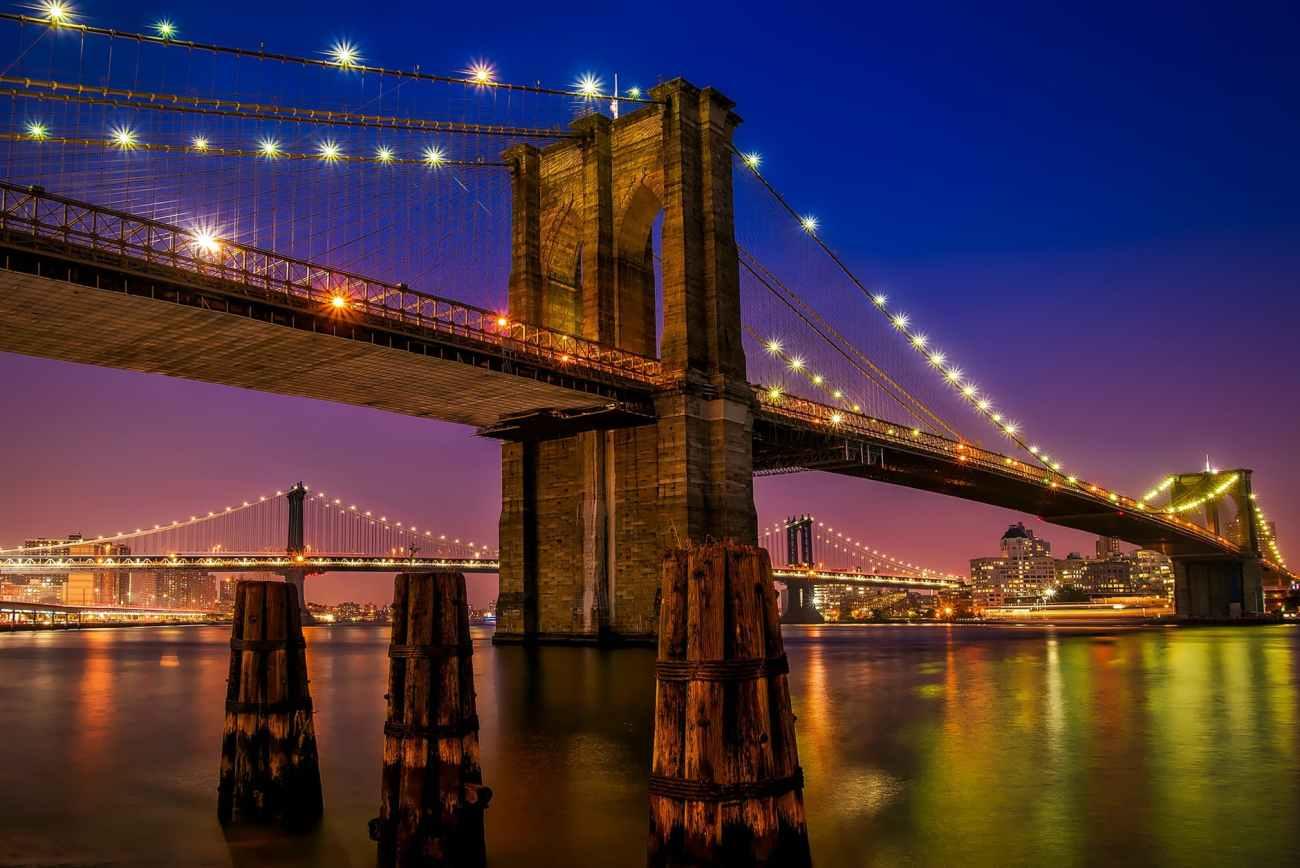 Walking across the Brooklyn Bridge with kids