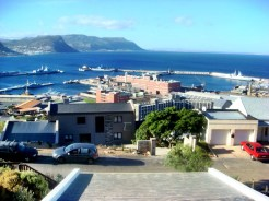Good climate, natural setting, and modern infrastructure make Cape Town a great travel destination