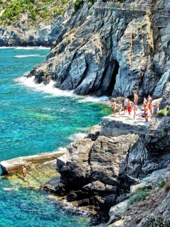 Be a dare devil, plunging dive into the waters of Cinque Terre