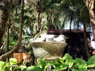 Lucky silver in the Hainan aborigine coconut village