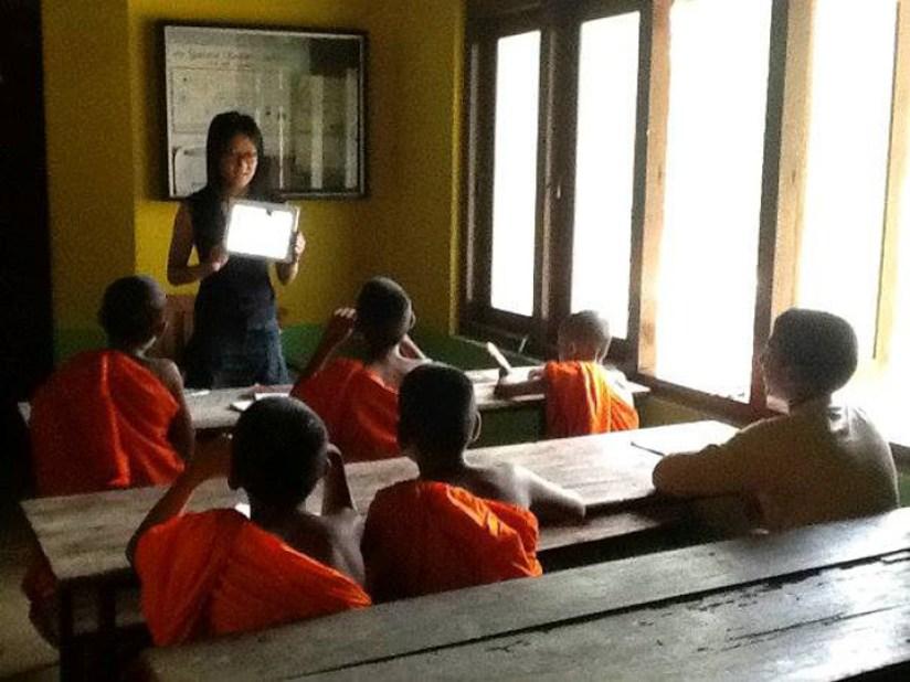 Sri Lanka Volunteer Monastery volunteer