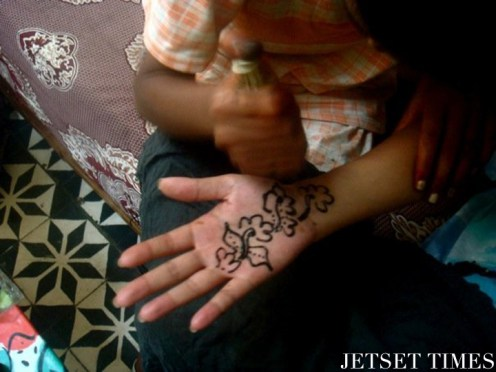 Getting henna by a 15-year-old girl (Morocco)