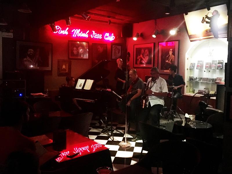 minh-jazz-club-hanoi-vietnam-3