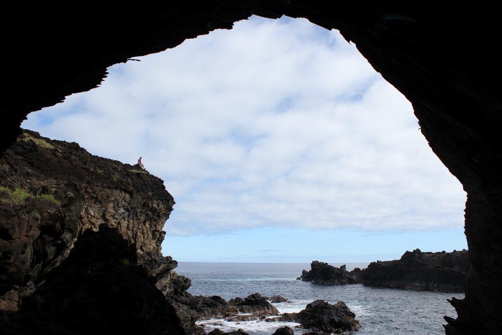 Hike Easter Island: Ana Kai Tangata. I had the entire cave to myself
