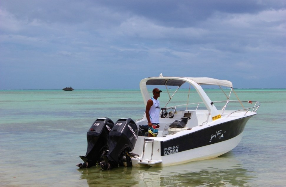 Boat for all-day trip in Mauritius