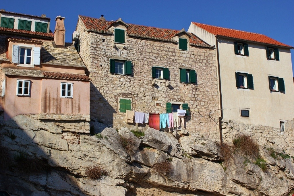 Outside the Palace Walls: The Varos neighborhood
