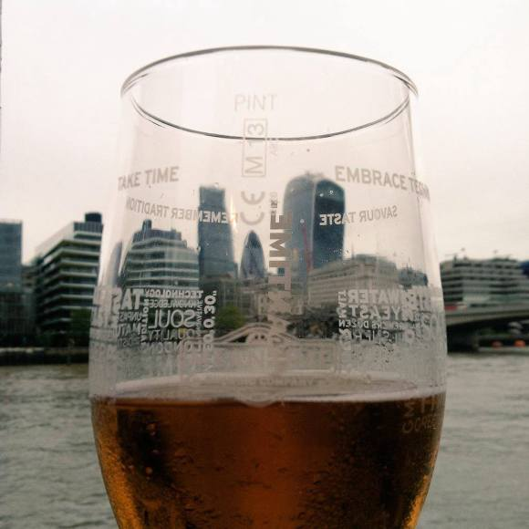 Thames River Pub Crawl #4: The Ol Thameside Inn has Meantime Pale Ale and a view!