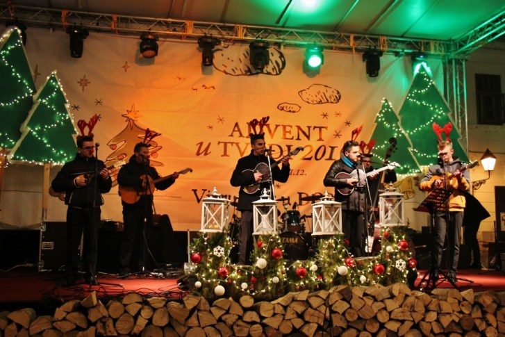 Musical performance at Advent u Tvrdi in Osijek, Croatia