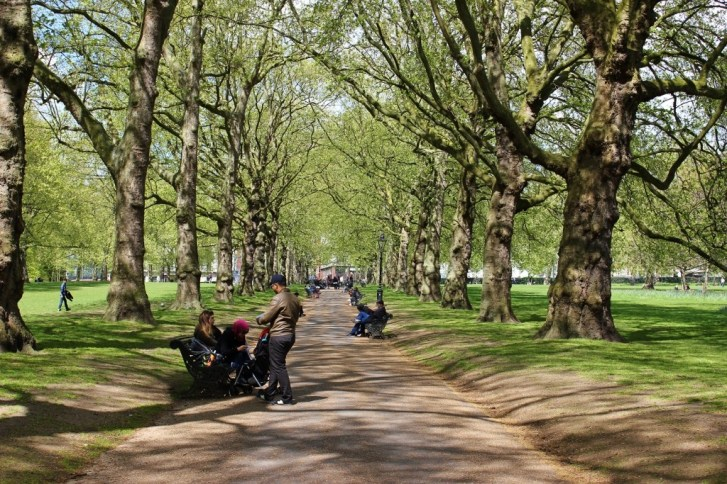 Hyde Park walking path, London, England, jetsettingfools.com