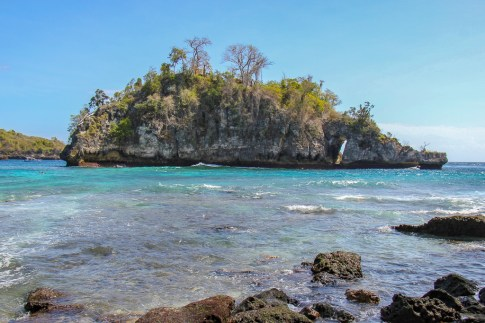 Island in middle of Crystal Bay on Nusa Penida, Bali, Indonesia