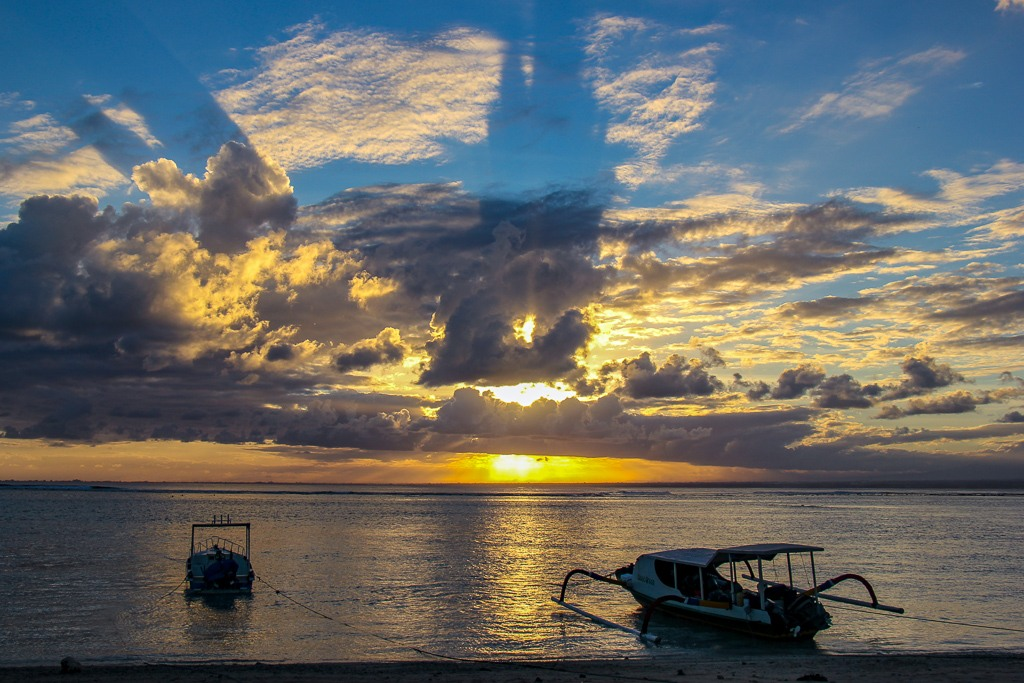 Shimmering sunset from Jungut Batu beach on Nusa Lembongan, Bali, Indonesia