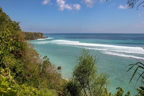 Teal blue ocean water in Uluwatu, Bali, Indonesia