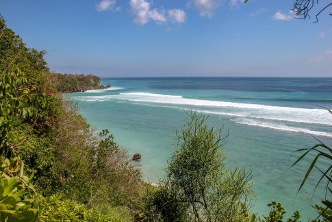 Teal blue ocean water in Uluwatu, Bali, Indonesia