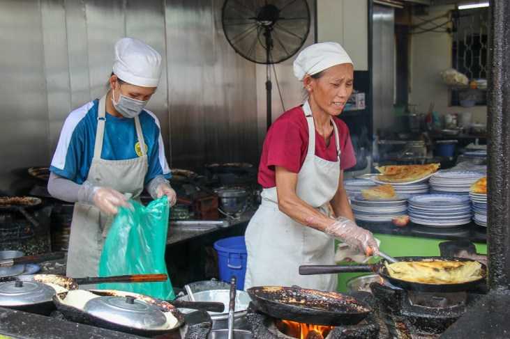 Fresh as it gets, Cooks, Banh Xeo 46A, Ho Chi Minh City, Vietnam
