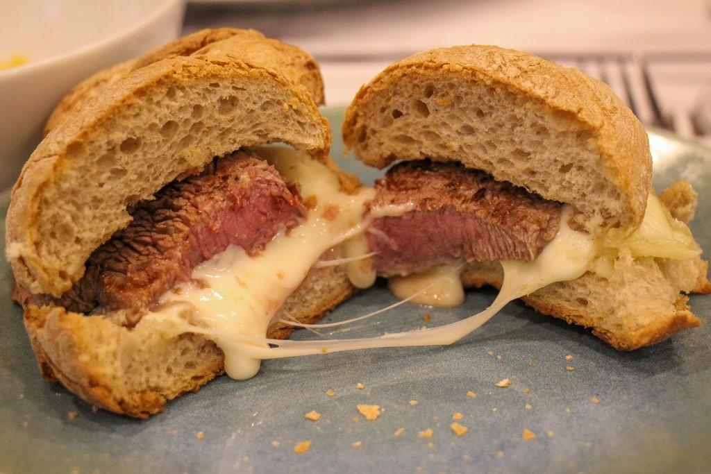 Must eat in Porto, Prego no Pao Sandwich, Mais 5. Porto, Portugal