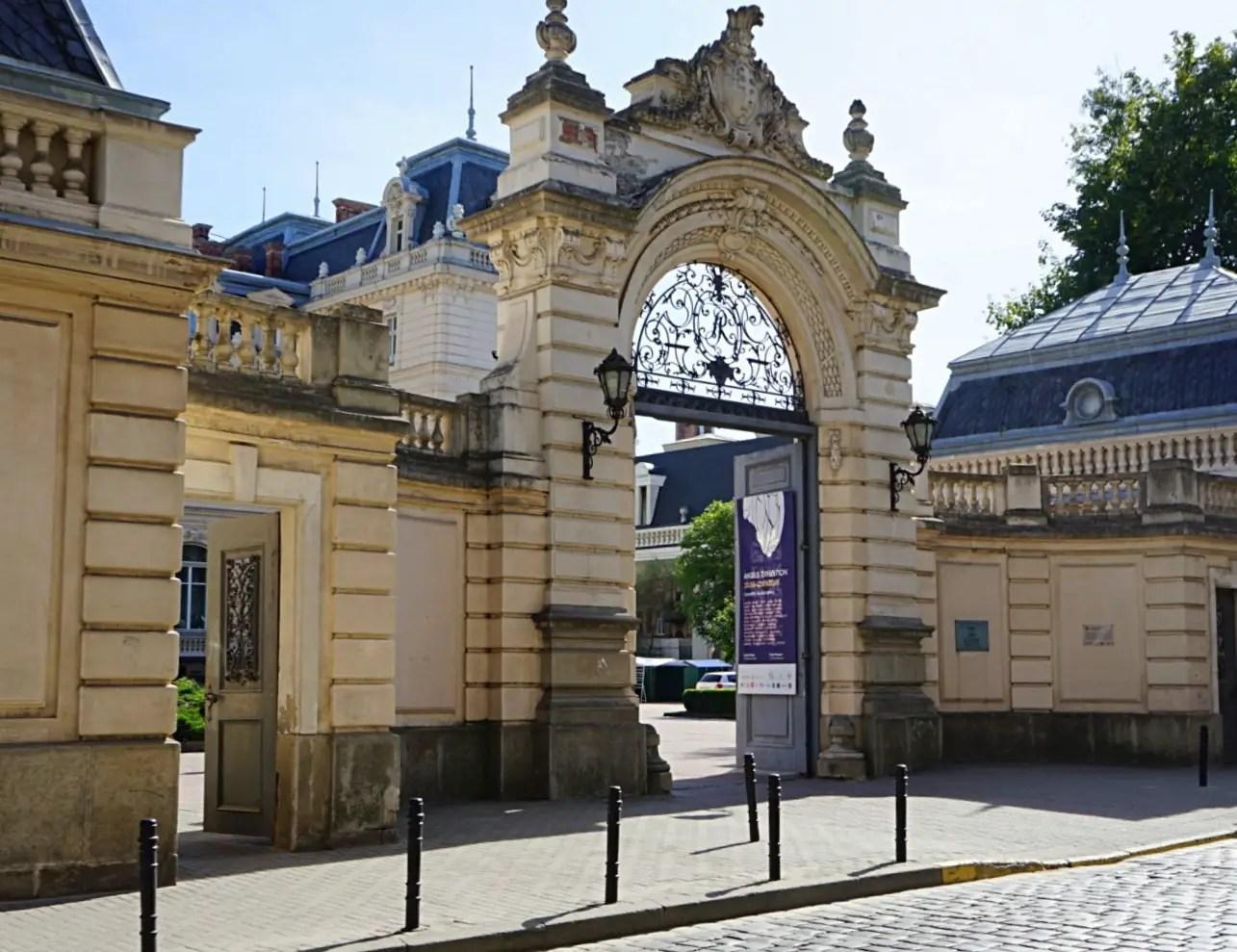 The entrance to Potocki palace