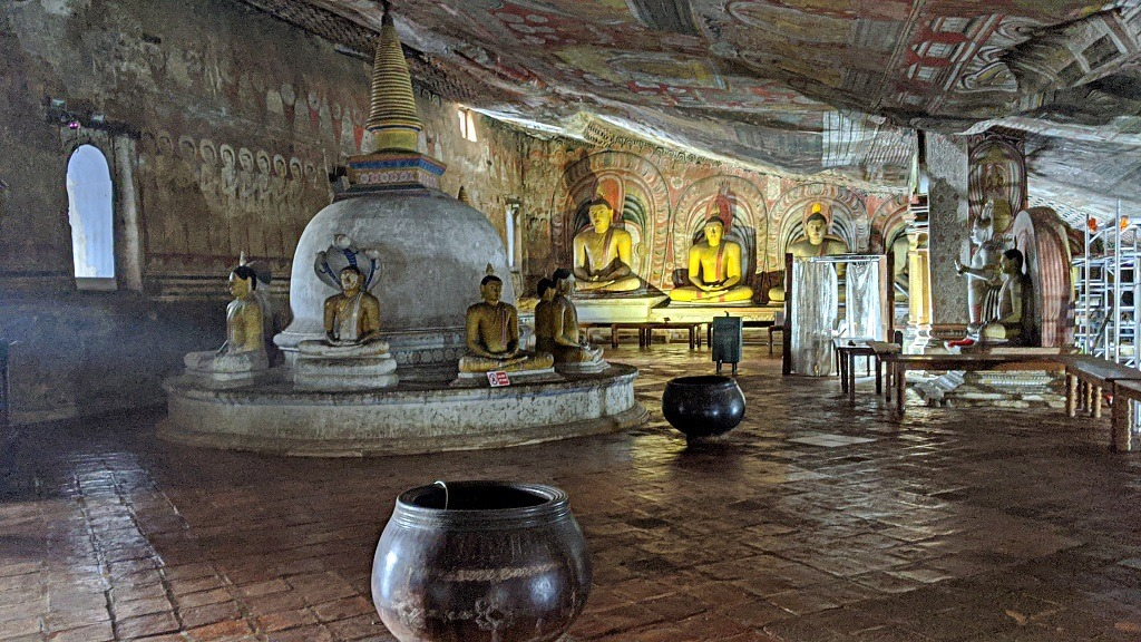 Dambulla temple inside the cave