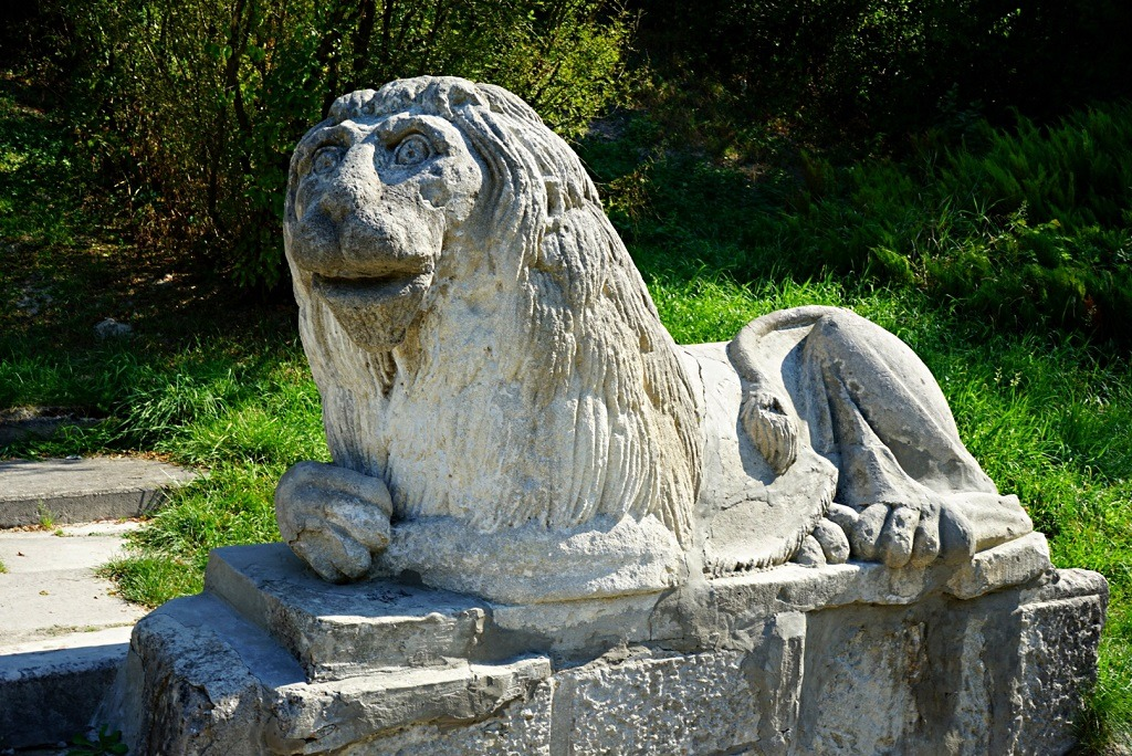 monument of the lion located in the garden