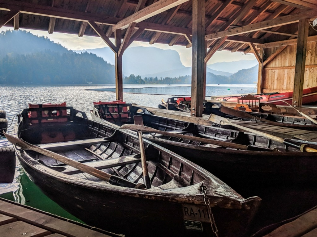 Cheapest Way To Lake Bled: rent a boat