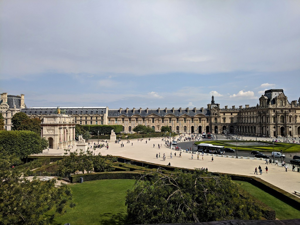 How To Visit The Louvre Museum: Courtyard of the Louvre