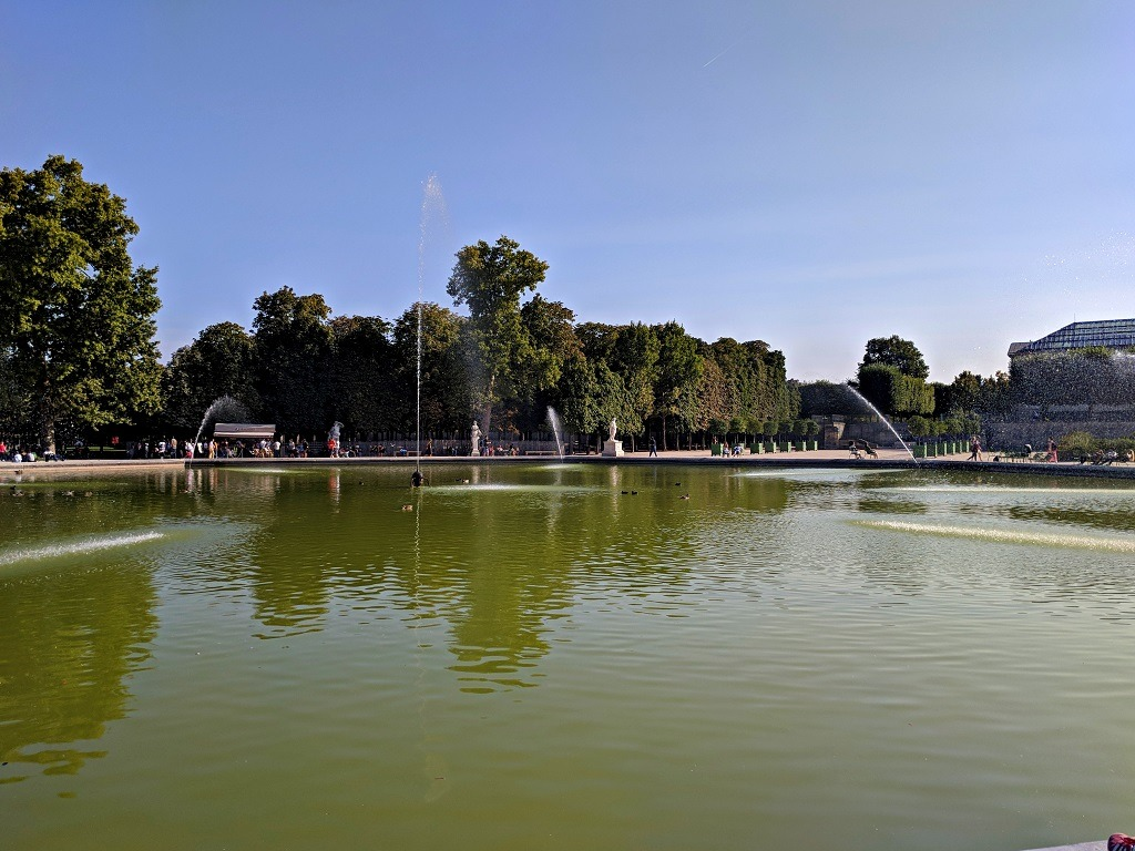 Main fountain at the jardin des tuileries
