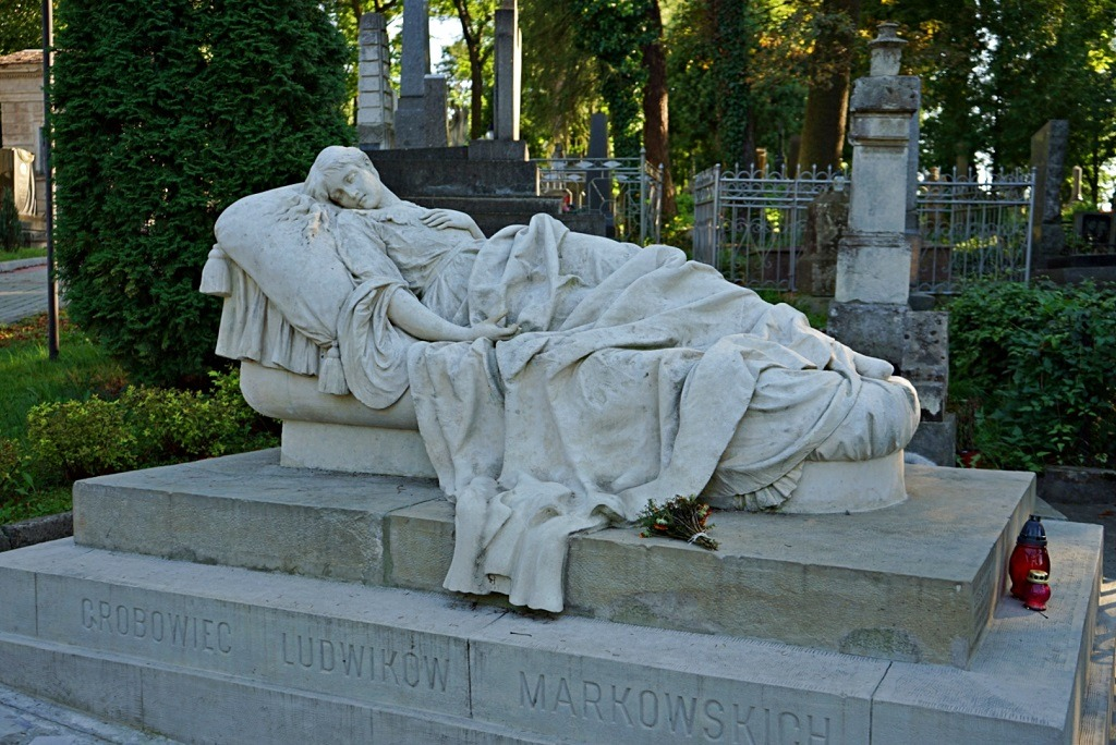 lychakiv-cemetery-guide