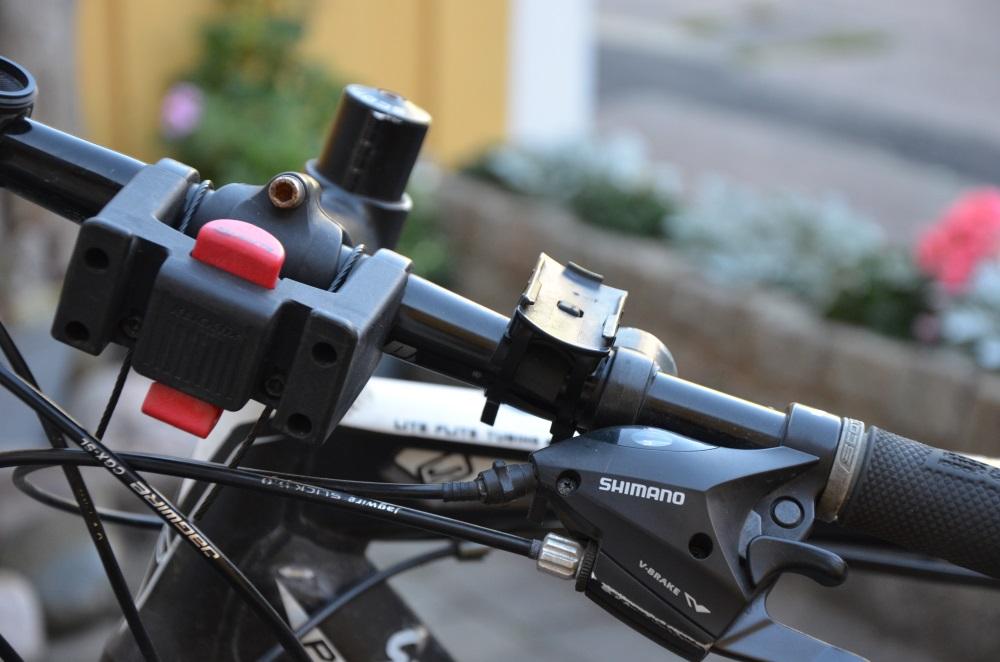 16.00 - Fantastiskt väder. Tar mig en cykeltur. Inte ens jacka behövs.