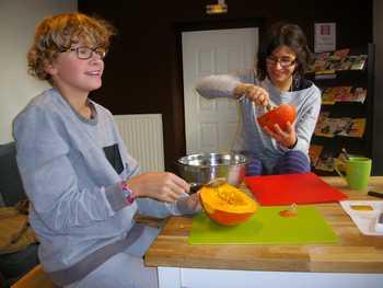 A l'occasion d'Halloween, les jeunes de Truyes ont réalisé une tarte au potimarron