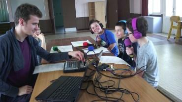 Atelier radiophonique à l'école Guy de Maupassant de Truyes