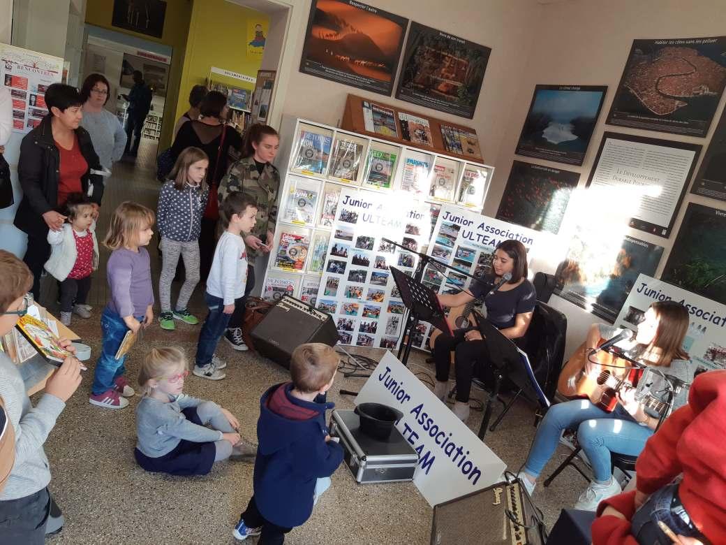 Concert à la médiathèque de Monts par Lou et Maëlys de la Junior Association Montoise : ULTEAM.