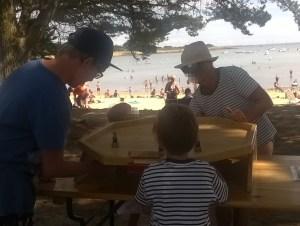 Jeux en bois sur les plages du Morbihan