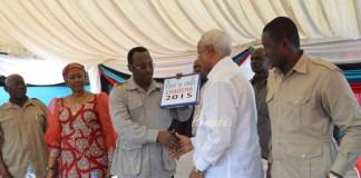 Lowassa Kurudisha Fomu ya Kugombea Urais 2015 CHADEMA