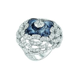 """Fascinante"" ring in 18K white gold set with a 1-carat brilliant-cut diamond, 168 brilliant-cut diamonds for a total weight of 3.1 carats and enamel. CHANEL Joaillerie"