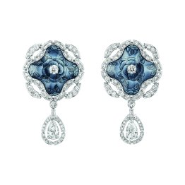 """Fascinante"" earrings in 18K white gold set with 2 pear-cut diamonds for a total weight of 1.5 carat, 114 brilliant-cut diamonds for a total weight of 3.1 carats and enamel. CHANEL Joaillerie"
