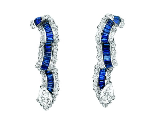 Gros Grain Saphir Earrings. 750/1000 white gold, diamonds and sapphires.