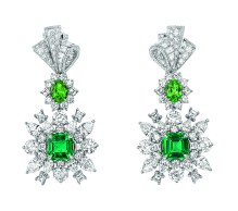 Plumetis Emeraude Earrings. 750/1000 white gold, diamonds, emerald and tsavorite garnets.