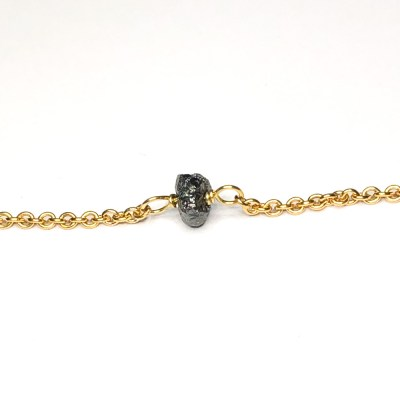 Rought dianmond armbånd i guld med sort rå diamant