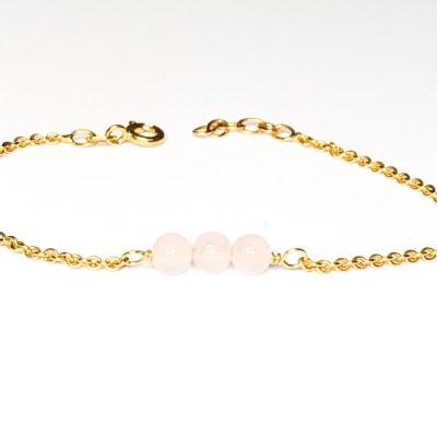 Love peace harmoni armbånd lavet af en 2 mmm ankerkæde med 3 stk 4 mm rosakvarts perler