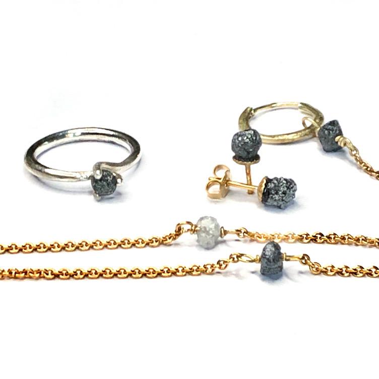 Smykker med rå diamanter