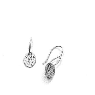 Sparkling Mirror øreringe, en oval der hænger i en ørebøjle
