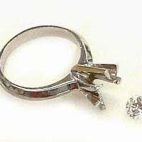 ダイヤ立爪の婚約指輪をプラチナシンプルダイヤリングにリフォーム